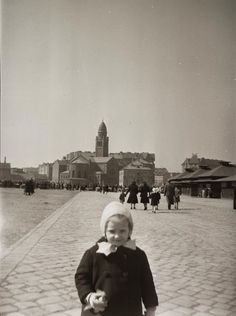 Páli Szent Vince templom, háttérben a Mester utca és a Haller utca házai, az egykori Vásártérről nézve. 1942 Utca, Budapest, Louvre, Archive