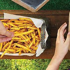 """Rachael Ray French Fry Recipes: Garlic Fries (""""These savory french fries add a kick to burger's best friend. Mix and match your favorite seasonings for your personalized taste. Garlic French Fries, French Fries Recipe, Appetizer Recipes, Snack Recipes, Cooking Recipes, Appetizers, Snacks, Burger Sides, Side Dish Recipes"""
