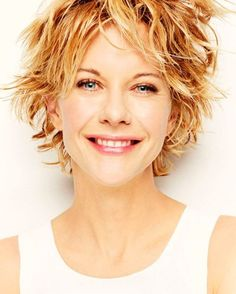 Meg Ryan- celebrity hair-celebrity hairstyles-celebrity hair cuts-celebrity hair 2016-celebrity hair color- short hairstyle- golden blonde- highlights- pixie cut- simple