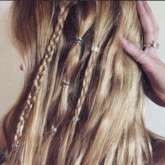 perfect festival hair using regal rose hair bead clickers