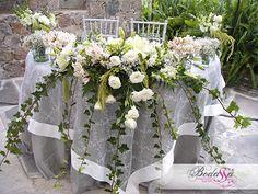 El mejor arte floral con bodassa para la mesa de los novios