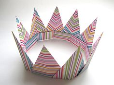 Dear Reader,   Here is another neat variation on the crown.   Check out our Origami Modular Spiky Crown instructions .