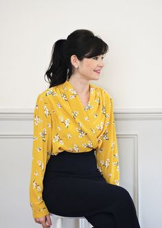Anderson Blouse PDF Sewing Pattern – Sew Over It - Easy Sewing Projects 2020 Shirt Patterns For Women, Blouse Patterns, Clothing Patterns, Rosie The Riveter, Sewing Blouses, Silk Blouses, T Shirt Sewing Pattern, Pants Pattern, Raglan Pullover
