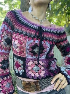 Retro Granny Square pattern by Starlily Creations Create this fun modern sweate. Retro Granny Square pattern by Starlily Creations Create this fun modern sweater using traditional Crochet Square Patterns, Crochet Coat, Crochet Cardigan Pattern, Granny Square Crochet Pattern, Crochet Clothes, Crochet Granny, Granny Square Sweater, Granny Square Häkelanleitung, Granny Squares