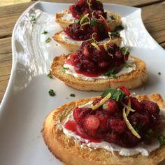 Cranberry Pomegranate Bruschetta - Bruschetta de Oxicoco com Romã by Gabriela Dedolph