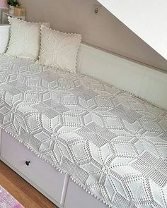 Diy Crafts - -Crochet a lovely thread bedspread, made up of alternating filet blocks and wheel blocks, that would impress Grandmother with your thread Crochet Bedspread Pattern, Chenille Bedspread, Afghan Crochet Patterns, Diy Crafts Crochet, Crochet Home, Diy Crafts Vintage, Vintage Bedspread, Rug Yarn, Crochet Decoration