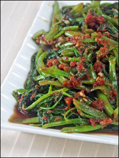 Sambal Kangkong (Water Spinach with Chilli Paste) Spicy Recipes, Asian Recipes, Vegetarian Recipes, Cooking Recipes, Healthy Recipes, Chinese Recipes, Kitchen Recipes, Vegetable Dishes, Vegetable Recipes