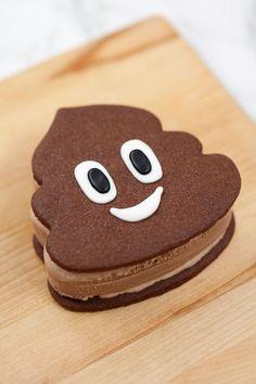 Poop Emoji Themed Ice Cream Sandwich made with the RoBakingLine Swirl Cookie Cutter Chocolate Ice Cream Emoji, Chocolate Cookies, Pear Recipes, Baking Recipes, Emoji Cake, Pear Cake, Cake Tins, Savoury Cake, Mini Cakes