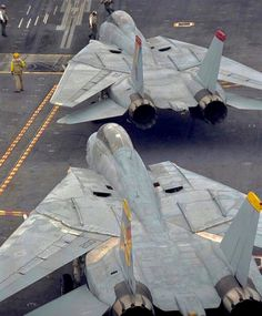 tomcat 920 6 Has the world ever known a cooler fighter than the F 14 Tomcat? F14 Tomcat, Military Jets, Military Aircraft, Air Fighter, Fighter Jets, Photo Avion, Danger Zone, Navy Aircraft, Jet Plane