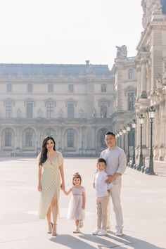 Early morning family shoot in Paris in Tuileries Garden and the Louvre. Family Photo Sessions, Family Photos, Eiffel, Paris Photos, Louvre, Photoshoot, Family Pictures, Photo Shoot, Family Photo