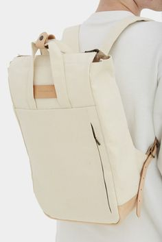 Handle backpack has a front zipper pocket, leather base, two handles, two adjustable straps 68-85 cm, specially reinforced straps, interior pockets for charger