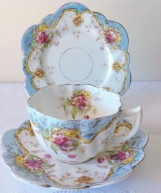 Vintage Dishes, Vintage China, Vintage Tea, Tea Cup Set, Tea Cup Saucer, China Tea Sets, Rose Tea, Teapots And Cups, Afternoon Tea