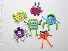Glitter Foam Monster craft - CraftsbyAmanda.com Foam Crafts, Craft Stick Crafts, Arts And Crafts, Craft Ideas, Art Crafts, Craft Projects, Spirit Halloween, Halloween Crafts, Halloween Party