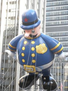 Harold is a policeman in 2016 Thanksgiving America, Thanksgiving Day Parade, Favorite Holiday