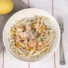 Mit unserer Schritt-für-Schritt-Anleitung gelingt dir leckere selbstgemachte Pasta im Handumdrehen. Klicke hier und gelange zum Rezept für Linguine.