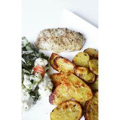 Protein & Carbs  Das Gleichgewicht macht's aus. Ganz könnt ich auf die knusprigen Dinger nicht verzichten  #yummy #lunch #healthy #fresh #crunchy #food #cleaneating #eatclean #highcarb #protein #sugarfree #fitfam #fitness #fit #diet #weightloss #foodporn #foodpic #instafood #instahealth #potd by jagodajavo