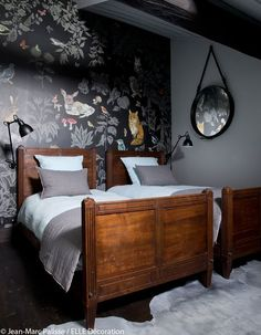 Boost your wall with one of the stunning murals by Domestic!The wallpaper Foret Noire is a design of Natalie Lete.Printed non-woven paper, each decoration measures 372 x 300 cm and is presented Cozy Bedroom, Girls Bedroom, Bedroom Decor, Beautiful Bedrooms, New Room, Girl Room, Living Spaces, Interior Design, Furniture