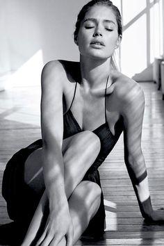 Doutzen Kroes by Josh Olins for WSJ Magazine March 2015 – girl photoshoot poses Vogue Korea, Vogue Spain, Fashion Photography Poses, Photography Women, Portrait Photography, Doutzen Kroes, V Magazine, Christy Turlington, White Editorial