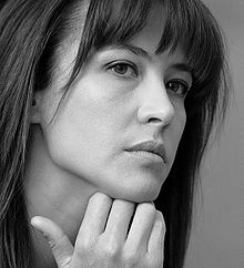 So I did that celeb look alike thing... told me I looked like French actress Sophie Marceau. Obviously the program is on crack. Wasn't she a Bond girl?