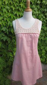 Petite robe inspirée par une robe croisée dans la rue (portée par une demoiselle, quand même) mais qui n'a plus grand chose à voir. Le bas...