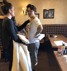 Harry in Los Angeles yesterday Harry Styles Updates, Styles Harry, Harry Styles Pictures, Harry Edward Styles, Harry Styles With Baby, Eleanor Calder, Perrie Edwards, Michael Clifford, Little Mix