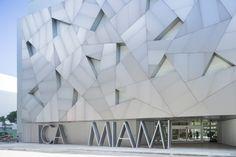 Miami's Institute of Contemporary Art has opened its dedicated building, designed by Spanish firm Aranguren + Gallegos Arquitectos with a metallic facade. Miami Architecture, Architecture Details, Art Basel Miami, Art Miami, Interior Design Institute, Institute Of Contemporary Art, Glass Facades, Building Facade, Design Museum