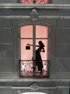Dior Christmas display is one of the most beautiful window display I ever seen this recent years. It shows a French style maison with its beautiful windows and terraces. Each windows show either the silhouette of what is happening inside or the beautiful collection of Dior handbags and jewelries. The gradient colors of red and violet add the beautiful nuance of this window.
