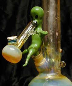 Cool bong #MaryJane #peace http://maryjane4200.blogspot.com @Bethbaby97- omg I want a lil alien man for baby Brucie!!