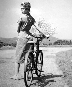 Brigitte Bardot walks a bike. Tags: Brigitte Bardot une bicyclette And God Created Woman Roger Vadim 1956 Bridget Bardot, Brigitte Bardot, Poses, And God Created Woman, Cycle Chic, Retro Stil, Bicycle Girl, Marlene Dietrich, French Beauty