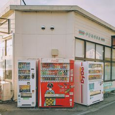 Vending Machines in Hakone Aesthetic Japan, Japanese Aesthetic, City Aesthetic, Aesthetic Photo, Aesthetic Pictures, Film Photography, Street Photography, Japon Tokyo, Japan Street