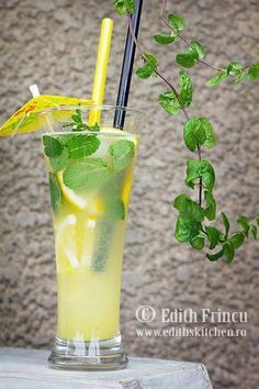 Limonada cu ghimbir Juice Smoothie, Smoothie Recipes, Edith's Kitchen, Breakfast Dessert, Drinking, Alcoholic Drinks, Deserts, Food And Drink, Cooking