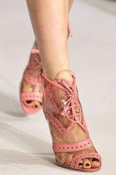 I keep on seeing these and lovin' them :)Oscar de la Renta