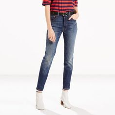 The timeless Levi's® style, redesigned and remastered. We took the world's most coveted jean and customized it with a slimmer leg that's cropped to a perfect, versatile length. Building upon our iconic 501®, this is a re-interpretation for today. This special pair is infused with shape-holding stretch that gives in all the right places, yet recovers beautifully to its original shape. •Button fly •Classic five-pocket design •Signature Levi's® tab and arcuate stitches on back po...