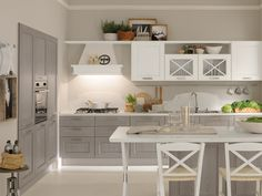 Traditional kitchen / wooden / with handles - agnese - cucine lube Cocina Shabby Chic, Contemporary Kitchen Cabinets, Cuisines Design, Home And Deco, Traditional Kitchen, Beautiful Kitchens, Kitchen Styling, Kitchen Furniture, Home Kitchens
