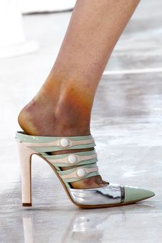 Louis Vuitton Spring 2012 Ready-to-Wear - Details - Gallery - Style.com