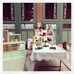 Happy Team is ready for day 2 at Local Goods Weekend Market. #studiohappystory #brainbordpromotions #cupcakes #cakes #localgoodsmarket #Amsterdam #happy #chilodesign