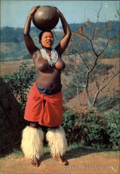 Continental Chrome Postcard Zulu Maiden Carrying Water in South Africa African Tribes, African Women, African Art, We Are The World, People Of The World, Afro, Human Photography, Chevy Girl, Costumes Around The World