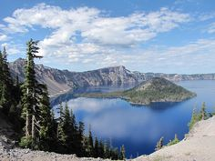 Crater Lake National Park - Oregon ... Amazing blue water and skies