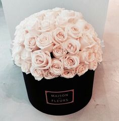 Box of light Pink roses