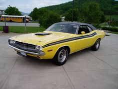 1971 340 Challenger with Shaker Hood Dodge Chrysler, Pony Car, American Muscle Cars, Dodge Challenger, Hot Cars, Plymouth, Mopar, Luxury Cars, Concept Art