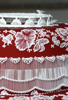 stunning brush embroidery work and piping Royal Icing Piping, Royal Icing Cakes, Cake Icing, Fondant Cakes, Cake Structure, Brush Embroidery, Royal Icing Decorations, New Cake, Chocolate Art