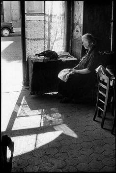 Henri Cartier-Bresson - Bourgogne. Côte-d'Or. Beaune. 1956.