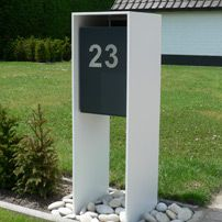 Afbeeldingsresultaat voor design brievenbus Mailbox Landscaping, Modern Landscaping, House Numbers, Mailbox Numbers, Home Mailboxes, Modern Mailbox, Boundary Walls, House Property, House Landscape