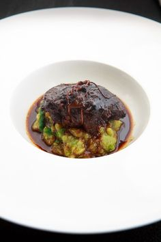 Leckere, geschmorte Kalbsbäckchen, dazu eine gute Rotweinsauce und ein herzhaft… Delicious, stewed veal cheeks, a good red wine sauce and a hearty brussels sprouts and potatoes with lamb's lettuce. Veal Recipes, Potato Recipes, Beef Dishes, Tasty Dishes, How To Cook Beef, Wine Sauce, C'est Bon, Food Inspiration, Food Porn