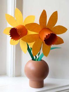 Bloemen knutselen – 30+ Leuke ideeën om bloemen te maken   Lady Lemonade Preschool Crafts, Crafts For Kids, Rainbow Crafts, Flower Plates, Spring Crafts, Paper Plates, Creative Art, Paper Flowers, Projects To Try