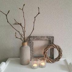Gebruik een oud kader als eenvoudige decoratie ♡  Www.relivingthepast.wix.com/relivingthepast