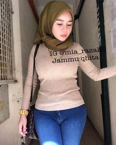 Image may contain: one or more people Beautiful Arab Women, Beautiful Hijab, Modest Fashion Hijab, Hijab Chic, Hijabi Girl, Girl Hijab, Bodysuit Dress, Hijab Fashionista, Young Girl Fashion