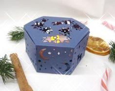 """DIY aus zwei mach eins.Für diese stimmungsvolle Box habe ich die Fensterschachtel und die Thinlits Festtagsdesign, aus dem Produktpaket """"Wie ein Weihnachtslied"""" verwendet. Ein Set aus dem aktuellen Saisonkatalog von Stampin Up! Als Geschenkverpackung oder/und als Kerzenhalter zu verwenden, aber bitte nur mit batteriebetriebenen Kerzen"""