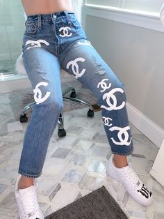 Custom made acrylic hand painted Chanel design logo on Levi's jeans Painted Jeans, Painted Clothes, Hand Painted, Custom Clothes, Diy Clothes, Remake Clothes, Mode Jeans, Diy Fashion, Gothic Fashion