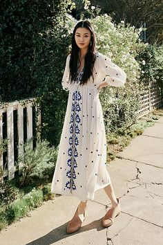 Free People's cute dresses fit every occasion! Shop online for summer dresses, sundresses, casual dresses, white boho maxi dresses & more. Modest Fashion, Fashion Dresses, Feminine Fashion, Indian Fashion, Womens Fashion, Fashion Black, Cheap Fashion, Teen Fashion, Spring Fashion